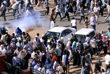 الشرطة تطلق البمبان على متظاهرين يتجهون للبرلمان السوداني