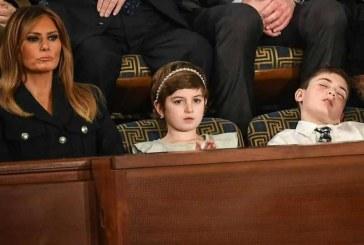 """سر """"الطفل النائم"""" بجوار ميلانيا أثناء خطاب ترامب"""