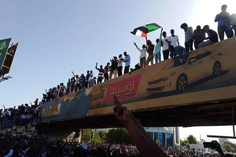 السودان: اللجنة الأمنية تعلن فتح الطرق والمعابر وتحذر من الممارسات السالبة