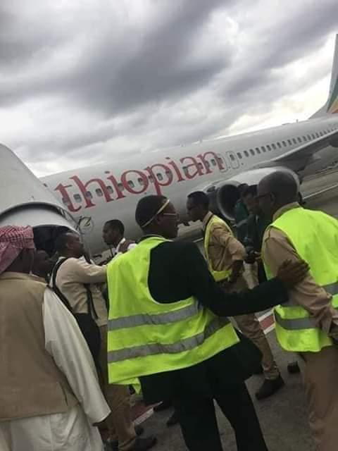 سودانيون يرفضون السفر عبر طائرة اثيوبية لتاخرها عن موعد الإقلاع