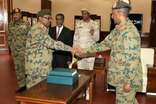 تعيين الفريق أول جمال الدين عمر عضوا بالمجلس العسكري ورئيسا للجنة الأمن والدفاع