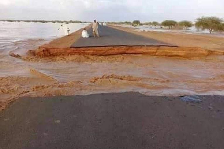 """اغلاق طريق الصادرات """"امدرمان – الابيض"""" واجلاء عالقين بسبب السيول"""