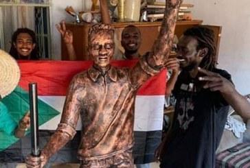 """مواطنون يمنعون تنصيب تمثال الشهيد """"عبد العظيم"""" بامدرمان"""