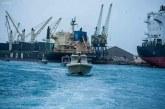وفاة أثنين من عمال المواني في حادث غرق قارب بالبحر الأحمر