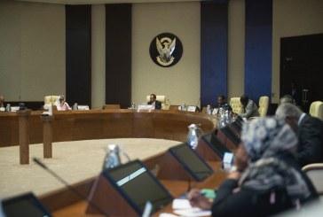 """بالصور .. """"جلسة بالكمامات"""" وزراء يلتزمون بموجهات الصحة بشأن كورونا"""