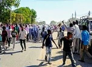 Photo of مظاهرات بالخرطوم بسبب إنعدام وزيادة أسعار الخبز